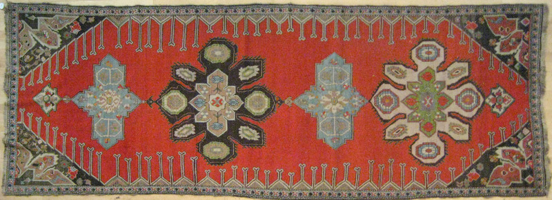 Persian carpet, early 20th c., with four medallion