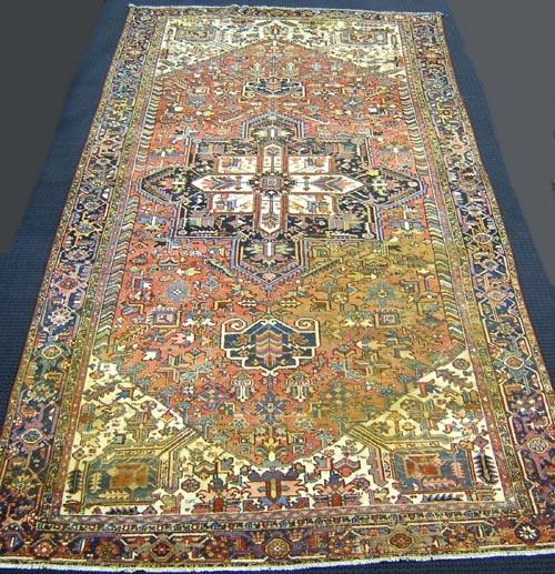 Heriz oriental carpet, ca. 1940, with a rust field