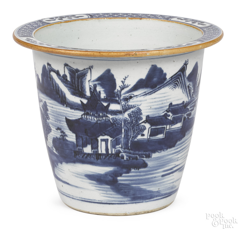 Chinese export porcelain Canton necessary pot