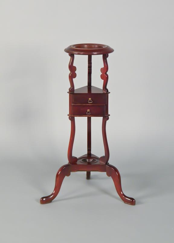 Georgian style mahogany basin stand, 32 1/2