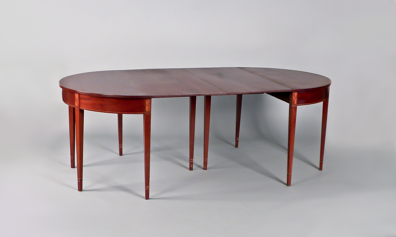 Hepplewhite mahogany two part dining table, ca. 1