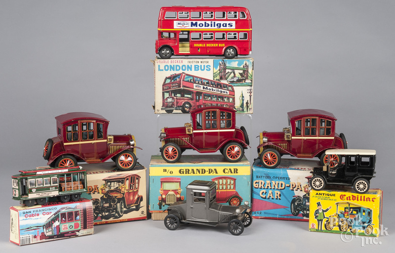 Collection of battery operated and tin toys
