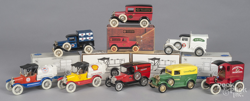 Eight contemporary die cast model cars