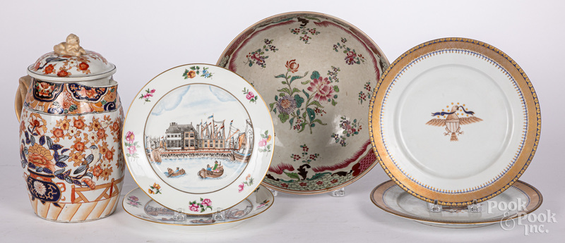 Six pieces of Chinese export style porcelain.
