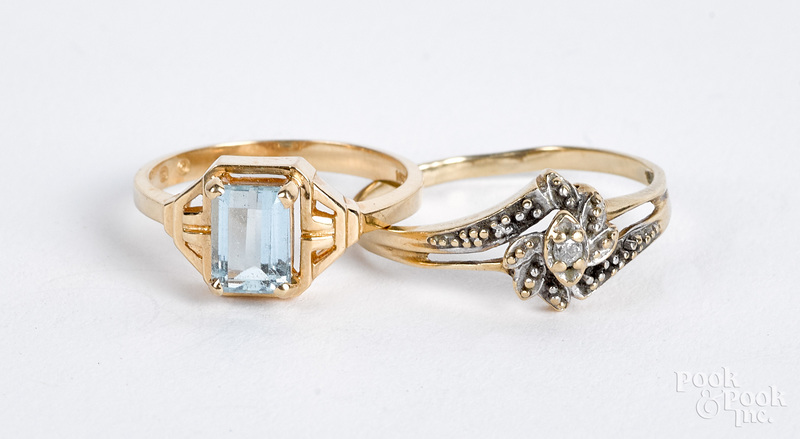 10K gold and diamond ring, 1.1 dwt.