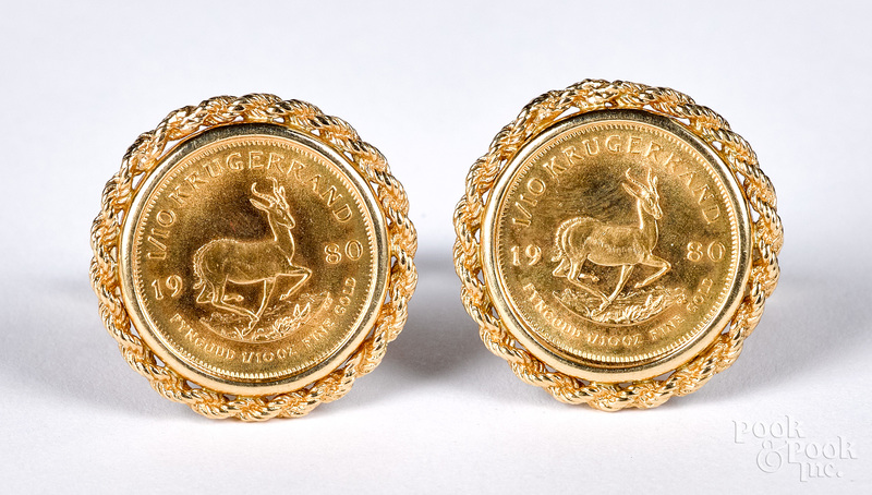 Pair of 14K gold cuff links