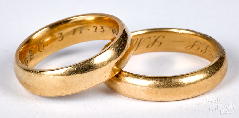 Two 18K gold wedding bands, 7.7 dwt.