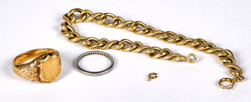 18K gold ring and bracelet, 15.4 dwt.