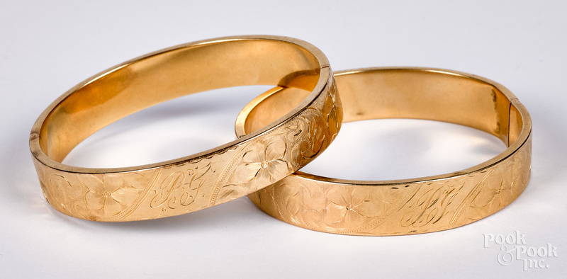 Two 14K gold bangle bracelets