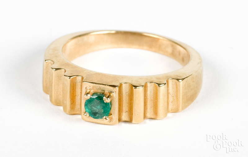 14K gold and emerald ring