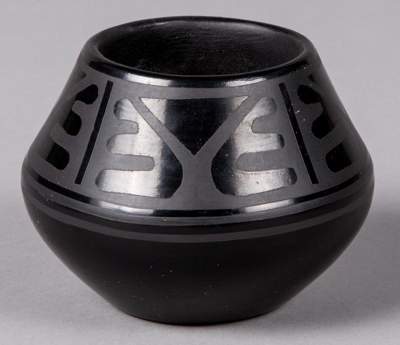 Maria Popovi, San Ildefonso black pottery jar