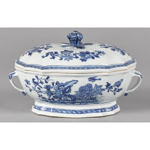 Chinese export porcelain tureen and cover, 19th c.