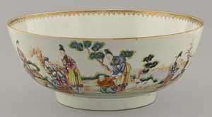 Large Chinese export porcelain famille rose center