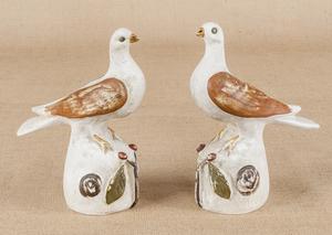 Pair of Pennsylvania chalkware doves, 19th c., 10/