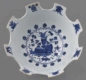 Chinese Kangxi blue and white porcelain monteith