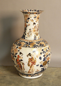 Chinese export porcelain urn, 20th c., 30