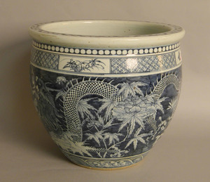 Chinese export porcelain jardinière, early 20th c.