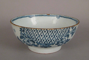 Delft bowl, mid 18th c., with blue floral decorati