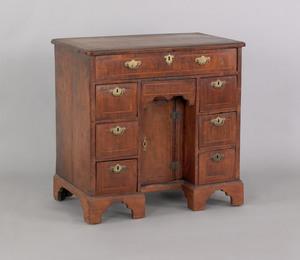 George II walnut veneer kneehole desk, mid 18th c.