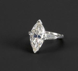 Diamond ring in a platinum arthritic setting conta