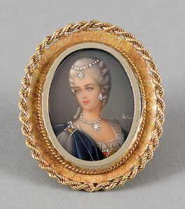 18K yellow gold framed painted female portrait bro
