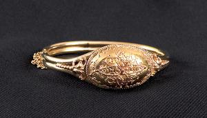 14K yellow gold bangle bracelet, of tubular form w