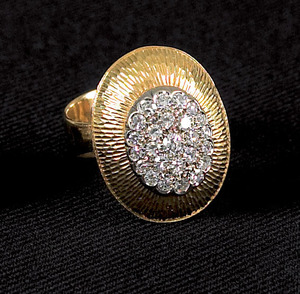 18K yellow gold (stamped) diamond ring, with a tap