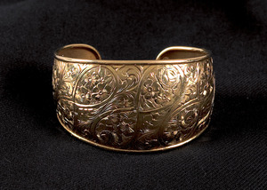 18K yellow gold cuff bracelet, marked FOB and 750