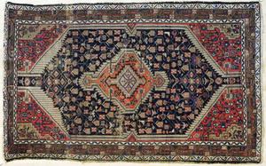 Hamadan carpet, ca. 1920, 7'4