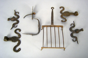 Pair wrought iron ram's horn hinges, together with