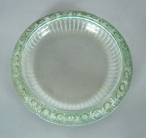 Lalique bowl with daisy border, 2 1/2