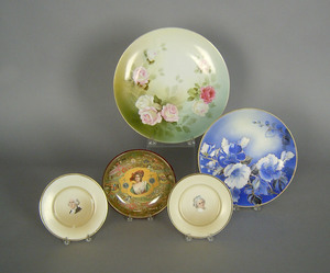 Two porcelain plates depicting George and Martha W