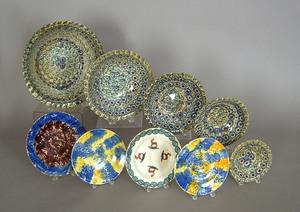 Five nesting sponge spatter bowls, together with f