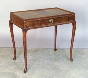 Queen Anne style mahogany tea table, 25
