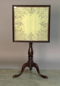 Queen Anne style candlestand, late 19th c., with n