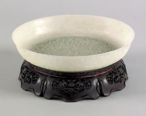 Superb Qing dynasty carved celedon green jade bowl