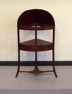 George III mahogany corner wash stand, 18th c., 41
