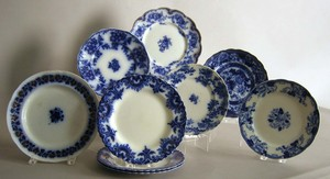 Nine flow blue plates, approx. 10