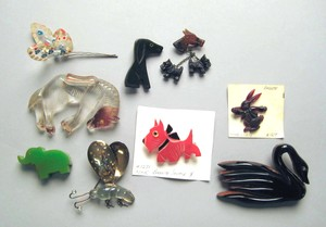 Group of bakelite, lucite, and plastic animal pins