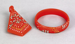 Red bakelite bangle and matching pendant, early 20