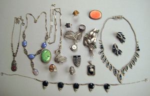 Weiss necklace and earrings set, with colorless an