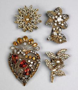 Vintage Hobe heart-form brooch with rhinestones, t