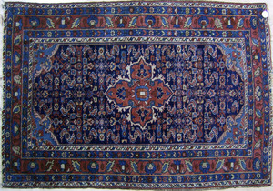 Hamadan throw rug, ca. 1915, with central medallio