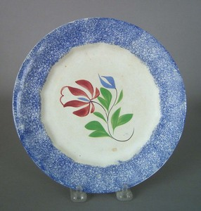 Blue spatter plate, 19th c., with daffodil decorat