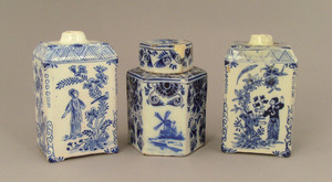 Pair of blue and white faience tea caddies, 19th c
