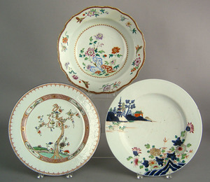 Three Chinese export porcelain chargers, late 18th