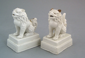 Pair of salt glaze lion figures, 18th c., 4 1/2
