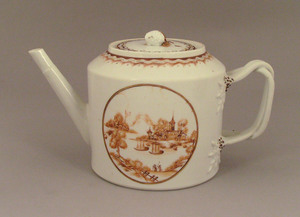 Chinese export porcelain teapot, ca. 1800, with aa
