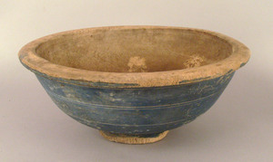 New England turned maple bowl, 19th c., with incis