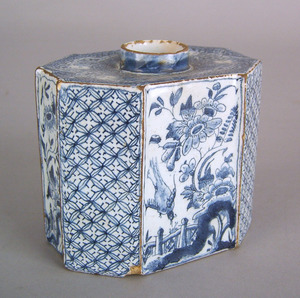 Delft blue and white caddy, mid 18th c., with chin